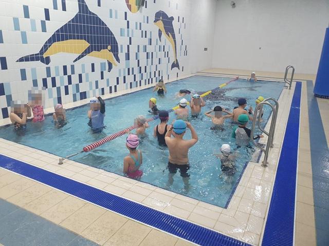 어린이날 기념 취약계층 어린이 대상 수영장 무료 개방 행사 사진